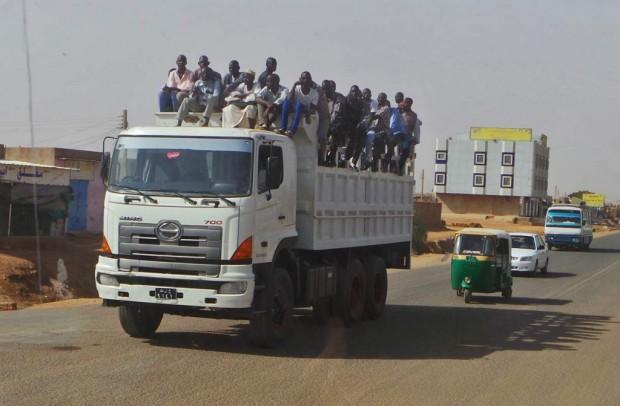 Normikuljetus Sudanissa.