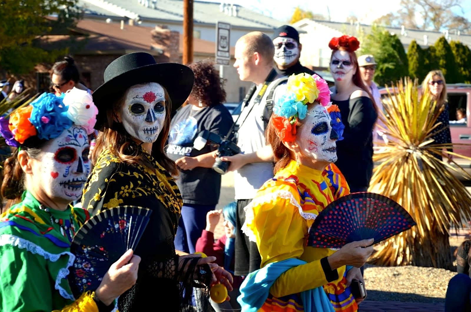 Día_de_los_Muertos_New_Mexico_2013_Seth_Nodelman_Margigold_Parade - 36