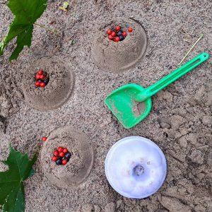 Kun unohtaa kotiavaimet kotiin on aikaa tehd hiekkakakkuja
