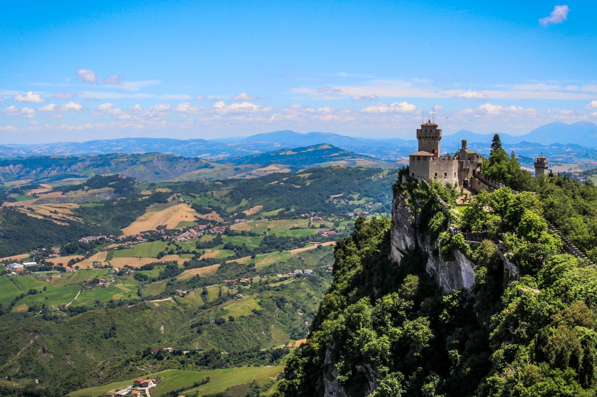 Toinen torni, Cesta.