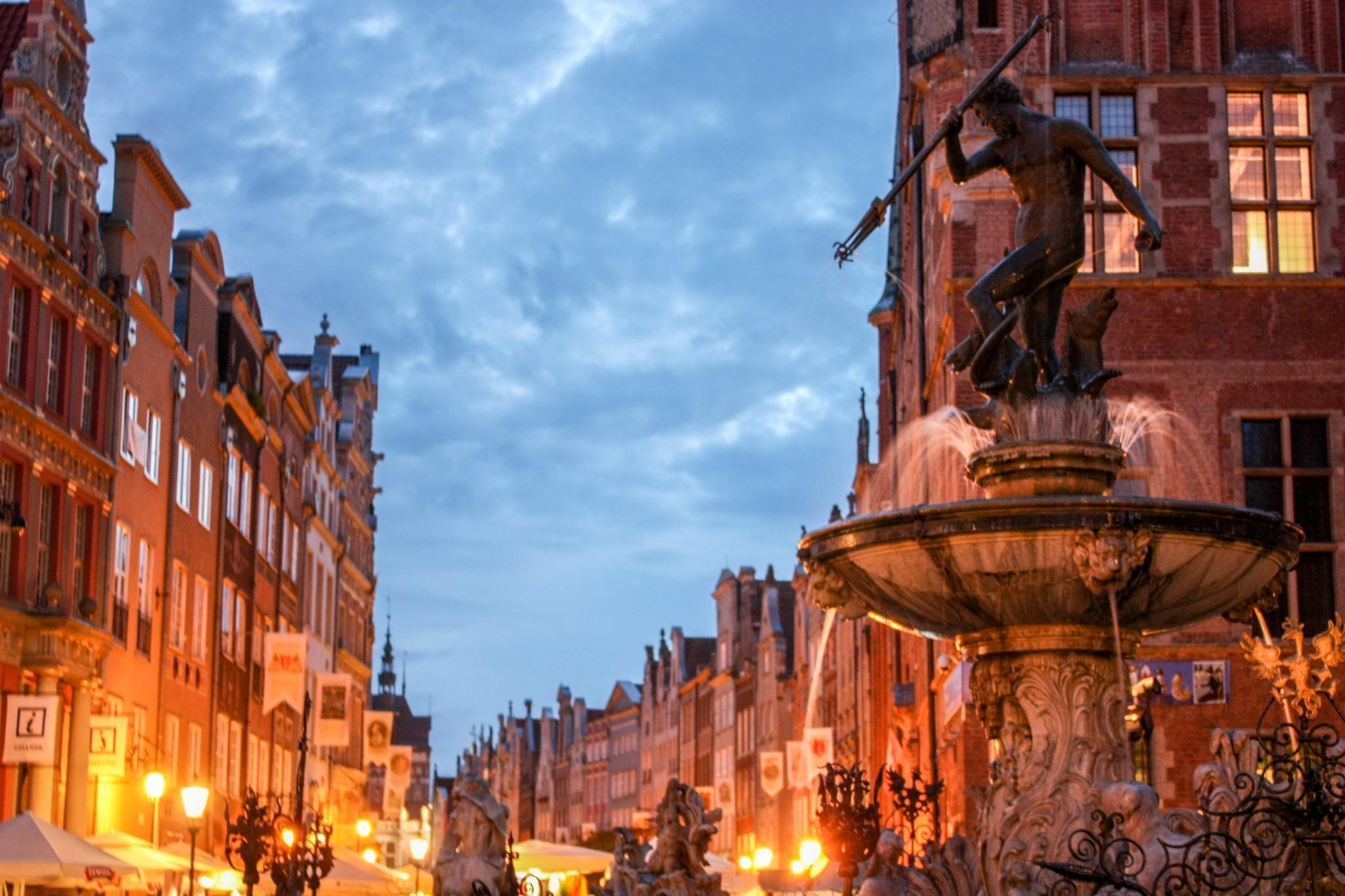 Iltavalojen loisteessa Gdansk näytti satuimaisen kauniilta