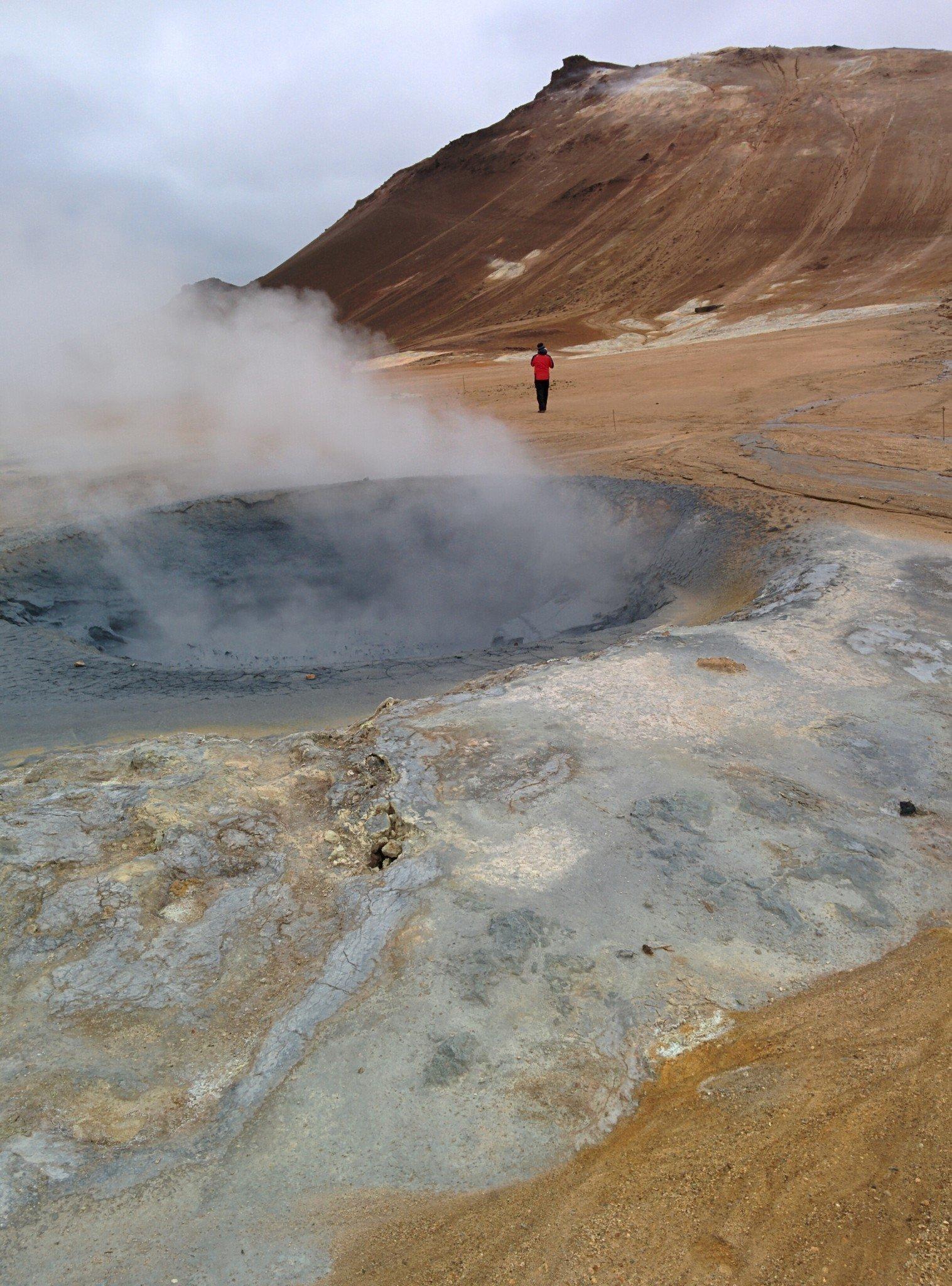 Kraateri, joka näytti sisältävän öljyä