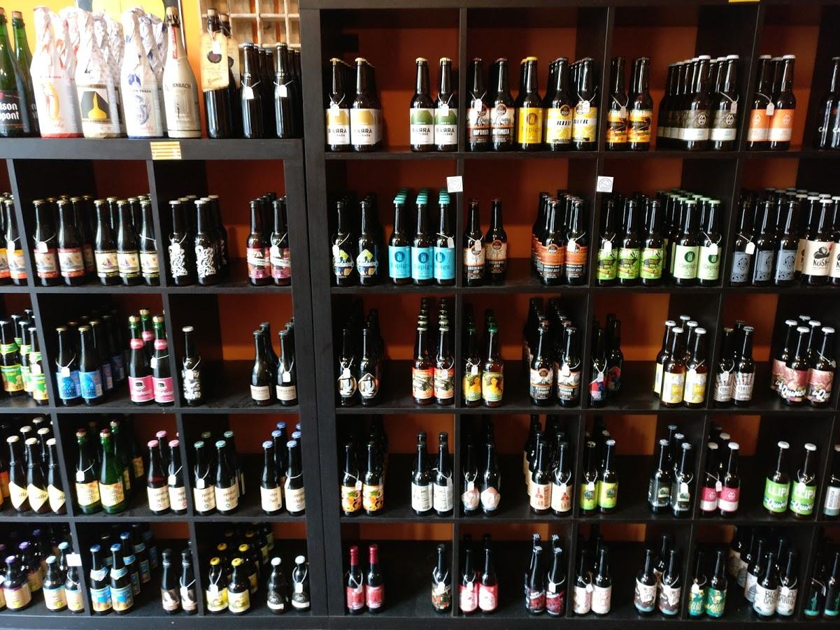Olutkaupan yksi seinämistä