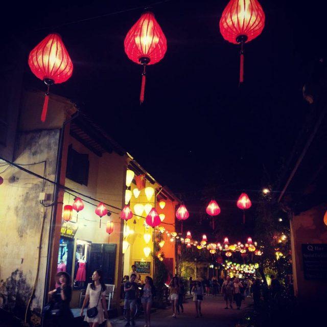 Lyhtyj lyhtyj kaikkialla! hoian hoianancienttown vietnam lanterns