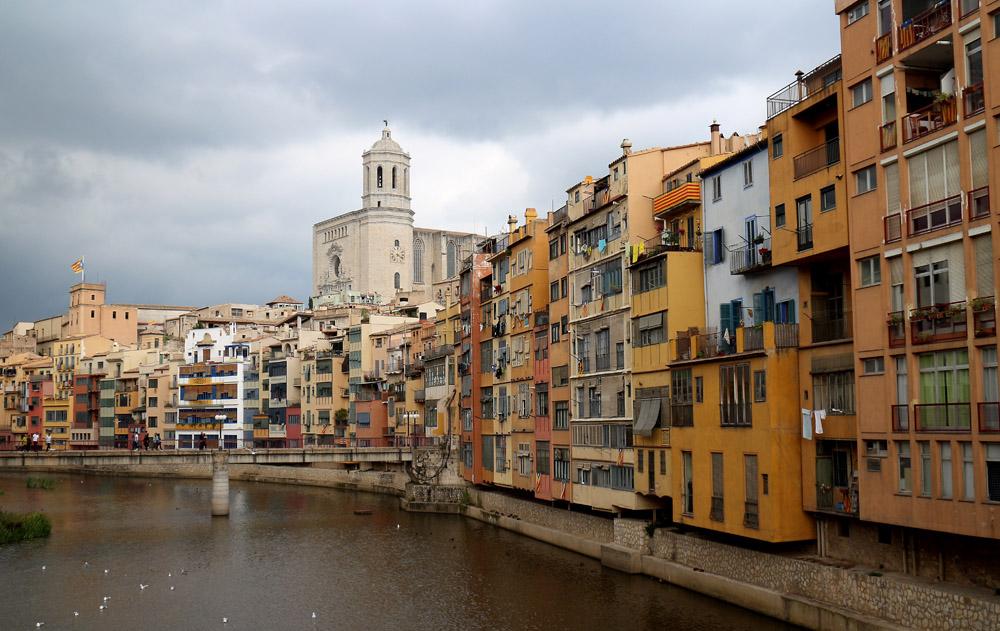 Girona joen taloja