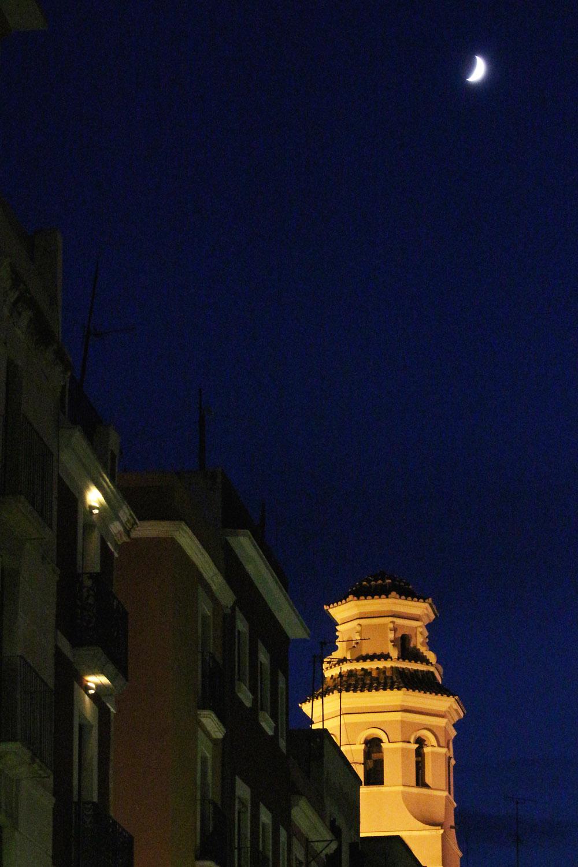 Kuu Tarragonassa