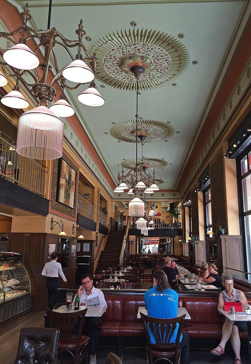 Cafe Central3