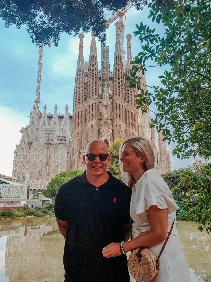 sagrada-famiglia-barcelonassa-matkalla-rakastunut-pariskunta