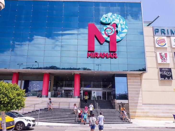 Kauppakeskus Miramar Fuengirolassa