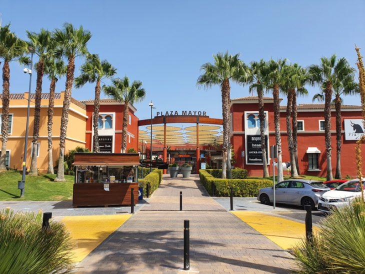 Plaza Mayor ostoskeskus Fuengirolassa