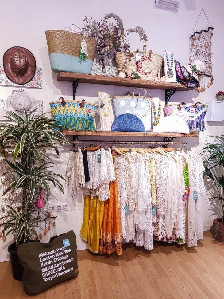 Laukkuja ja mekkoja Fuengirolassa