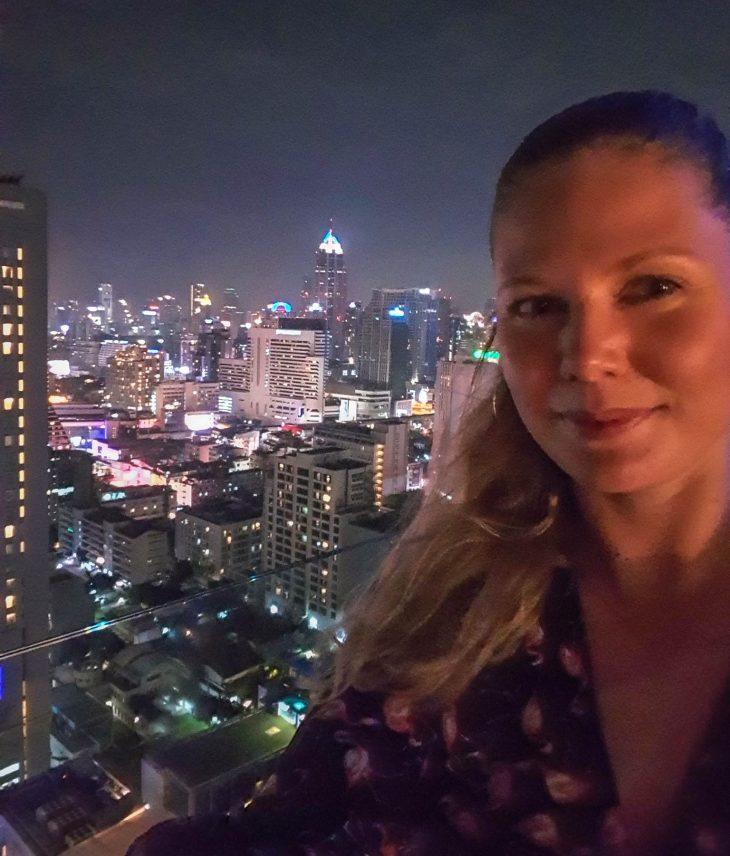 bangkok pilvenpiirtajat kattobaarissa