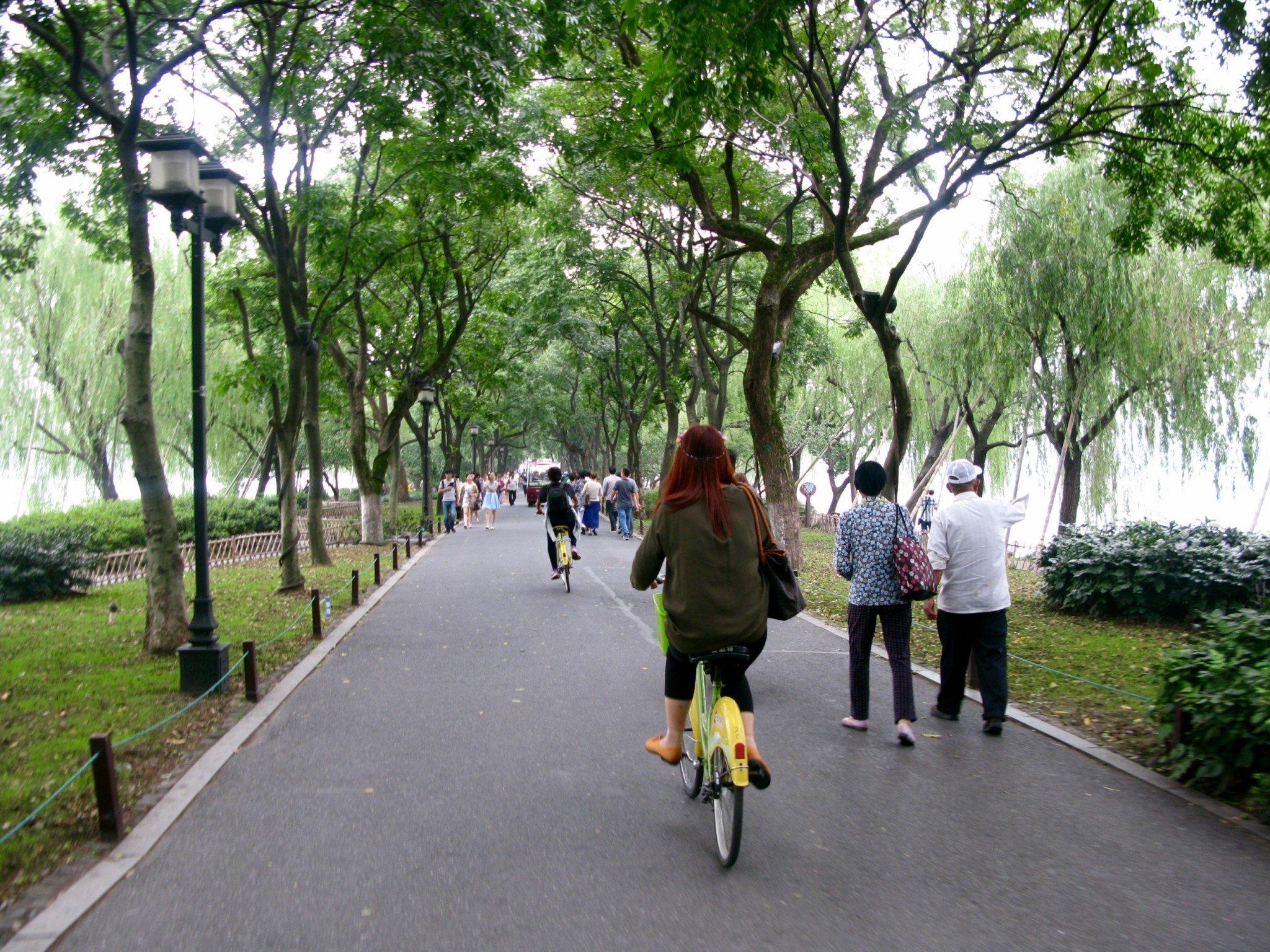 Pyöräilemässä Hangzhoussa