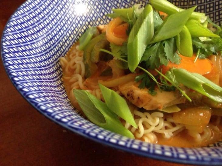 Oodi thairuoalle - nuudeleista possun aivoihin - Syö Matkusta Rakasta