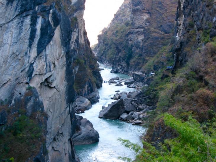 Tiger Leaping Gorge Kiina vaellus rotko