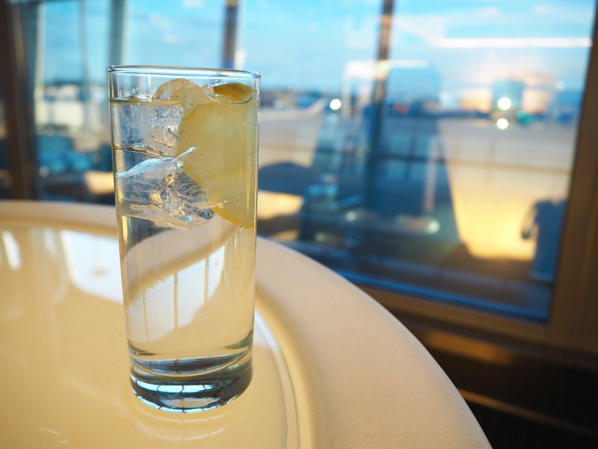 Non-Schengen-alueen FInnair-lounge gin tonic