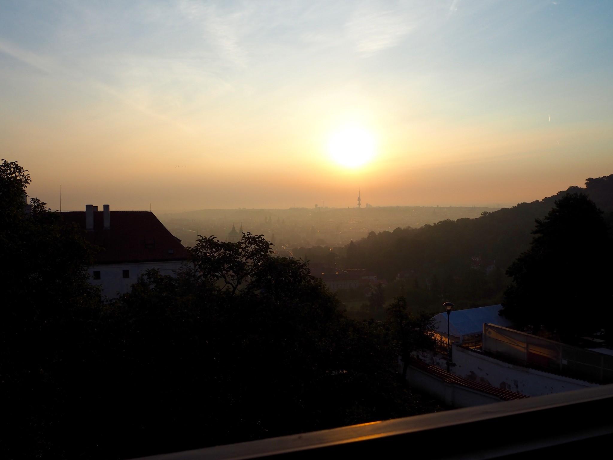 Auringonnousu Prahassa
