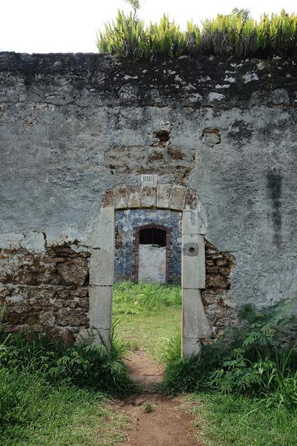 uusi-kaledonia new caledonia ruins