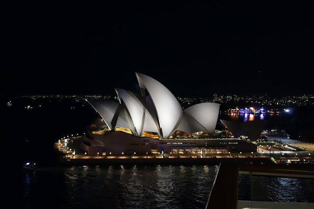 operahouse sydney by night