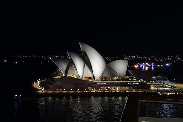 operahouse sydney by night