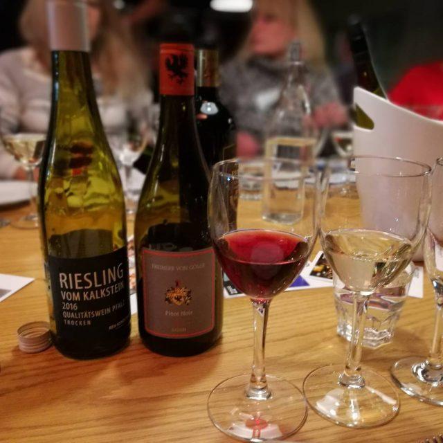 Arkiiltaan luksusta tuo lasillinen tai pari viini Tnn tutustutaan saksalaisiinhellip