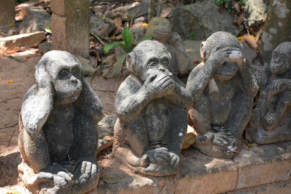 Kolmen viisaan apinan patsas