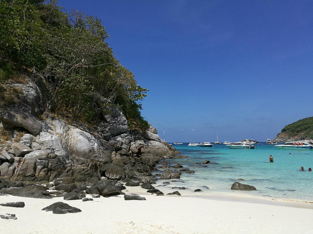 Upea valkoinen hiekkaranta Thaimaassa