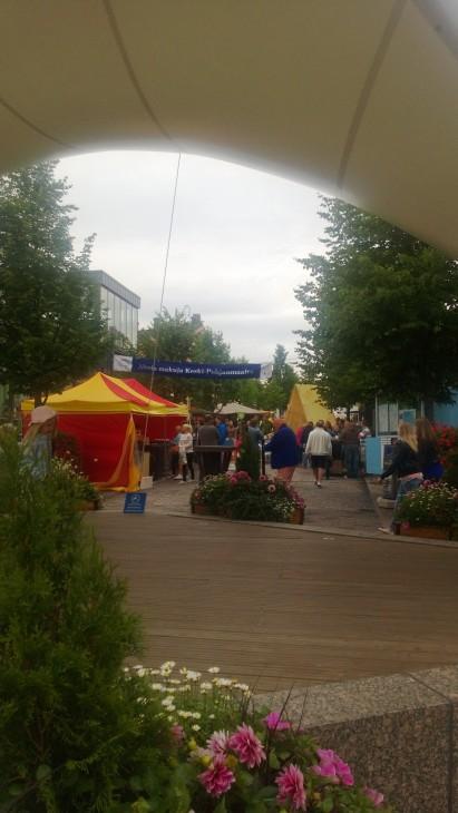 Purjeelta toiseen suuntaan tarjotaan suomalaisia lähituotteita