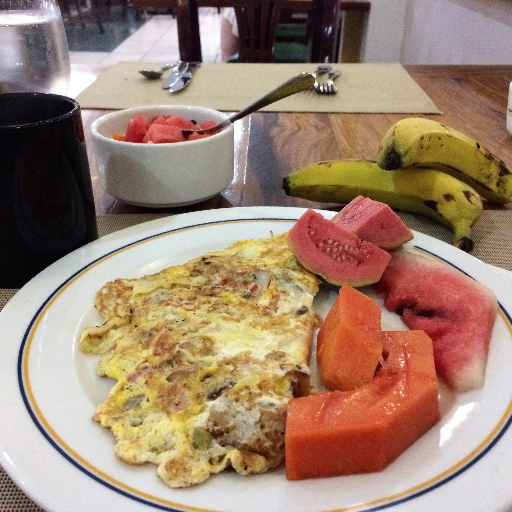 aamiainen Varaderossa hotelli Laguna Azulissa