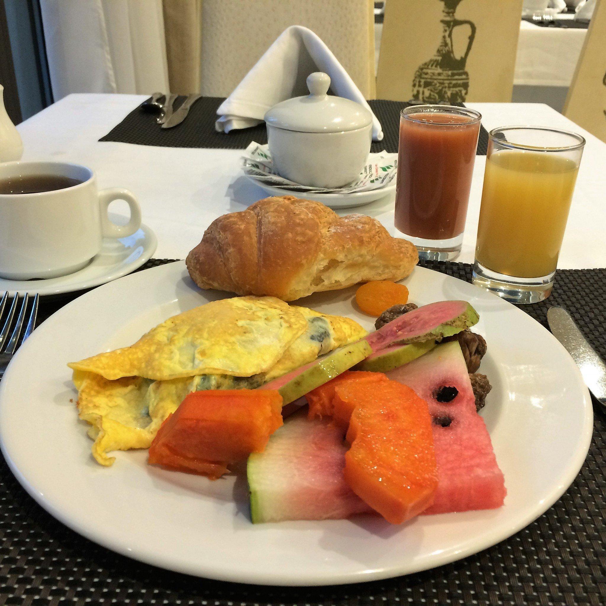 Aamiaisella Havannassa