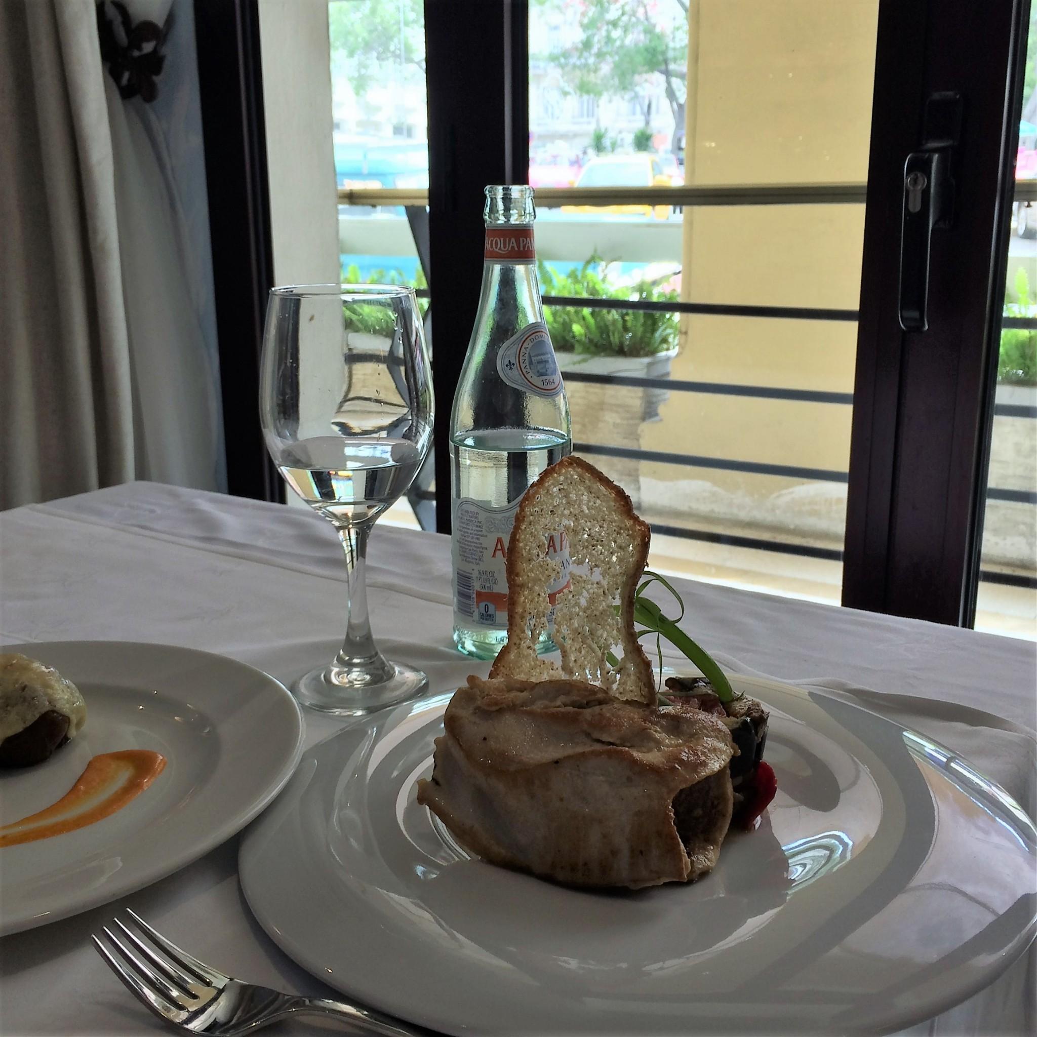 Havanna hotellin ravintolan päivällinen