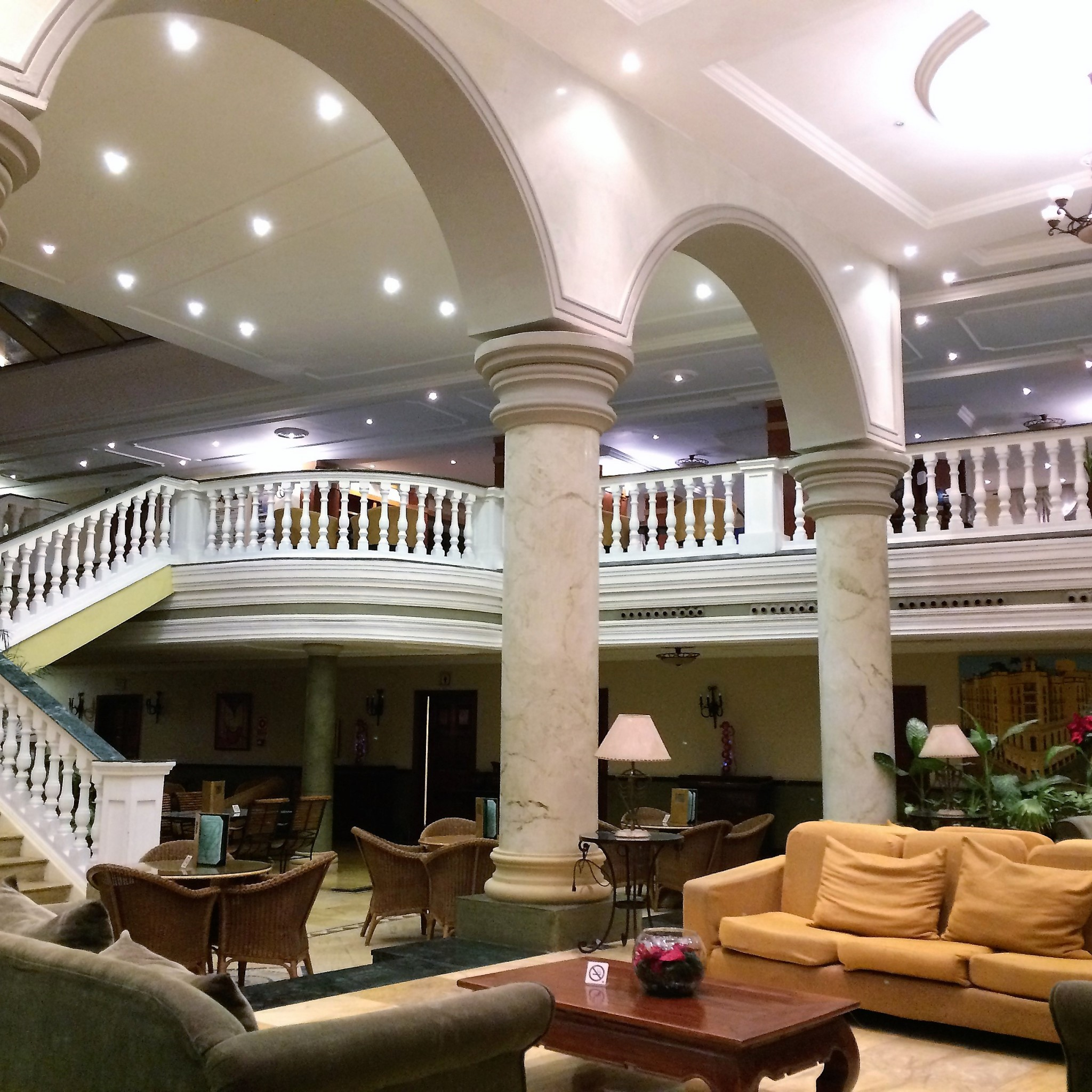 Havannan hotel Parque Centralin aulassa