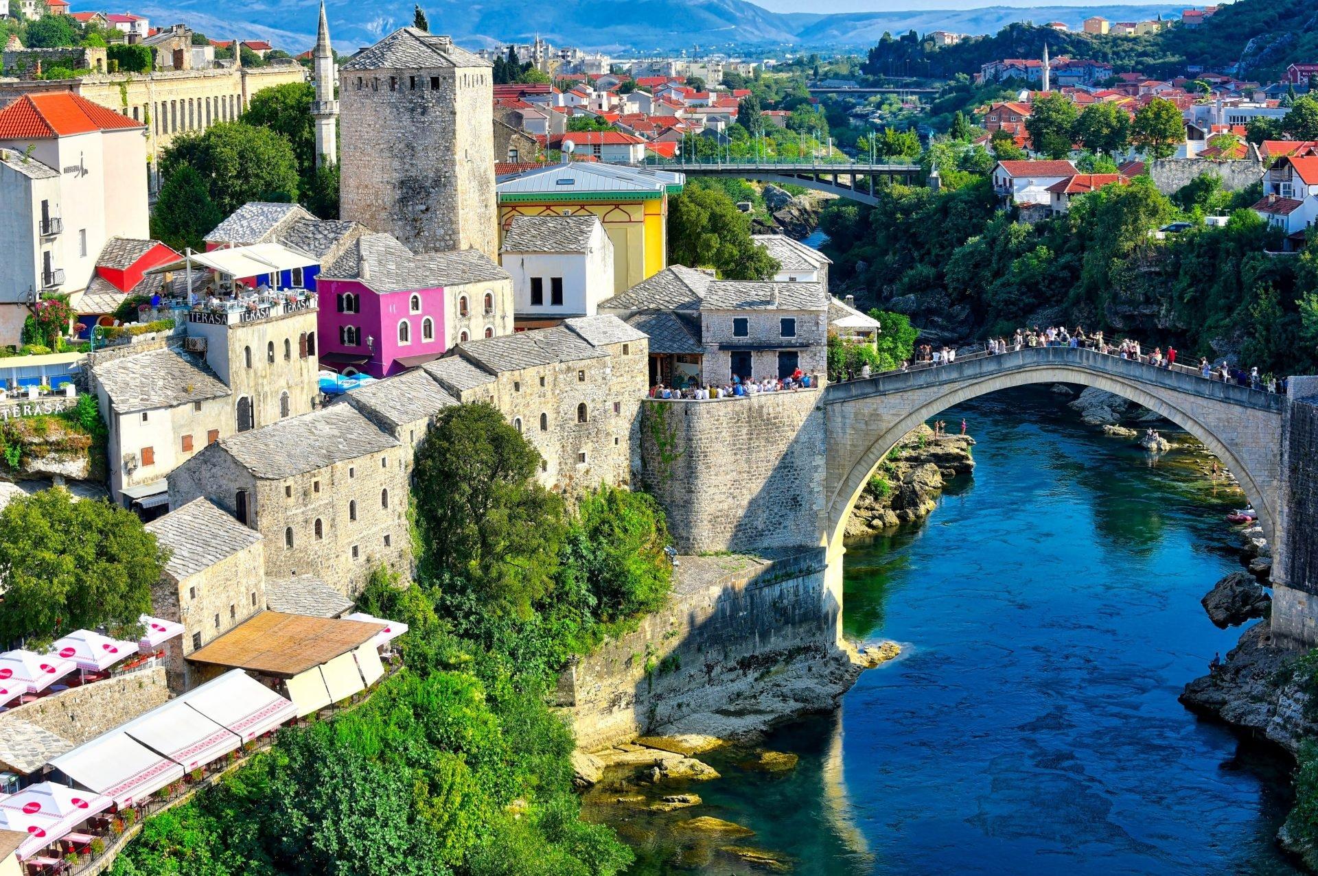 Matkahaaveet koronan jälkeen. Mostarin silta.