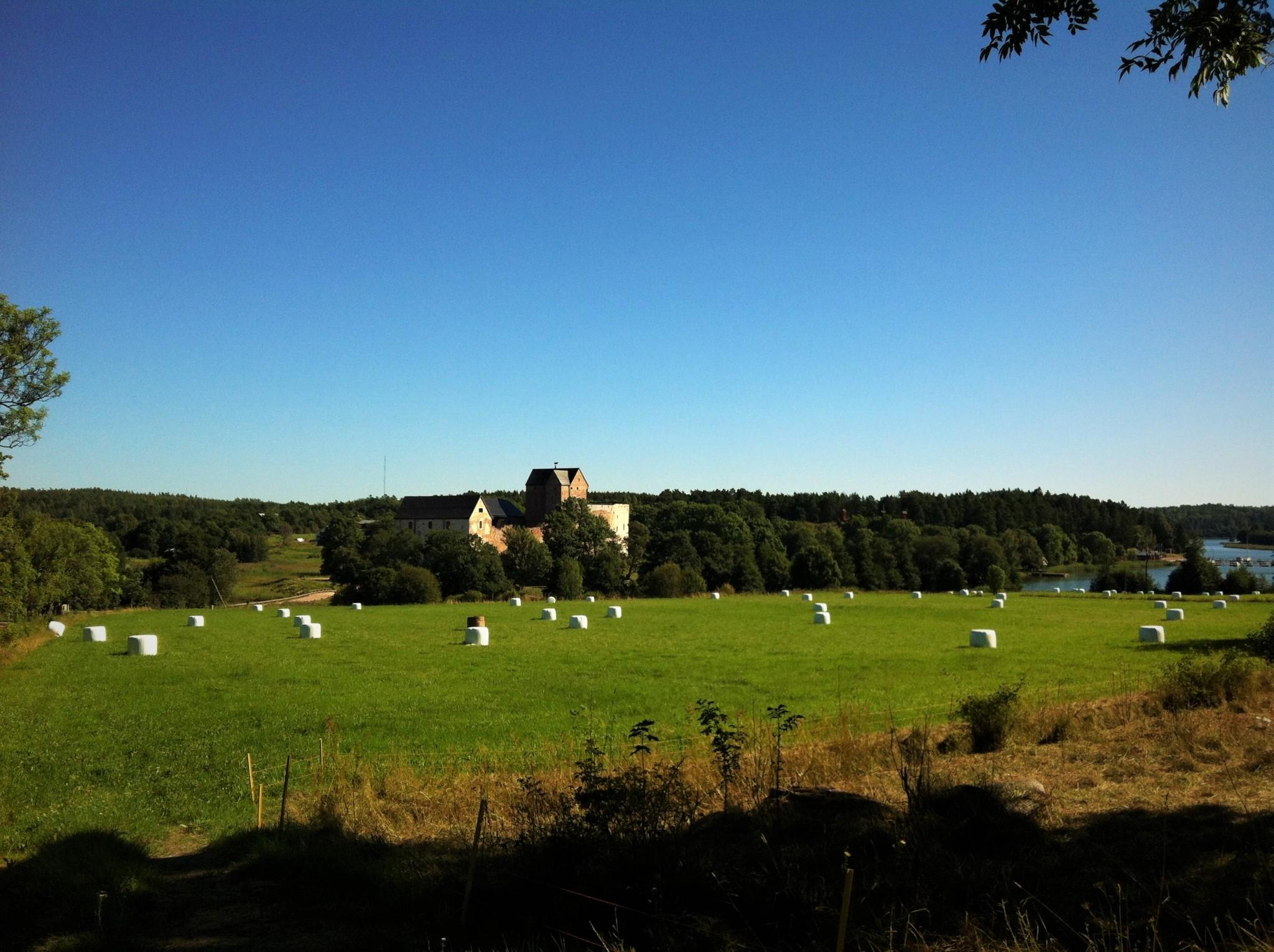 Kastelholman linna Ahvenanmaan maalaisidyllin keskellä