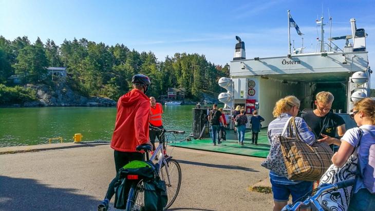 Yhteisalusliikenne pyörällä saaristossa