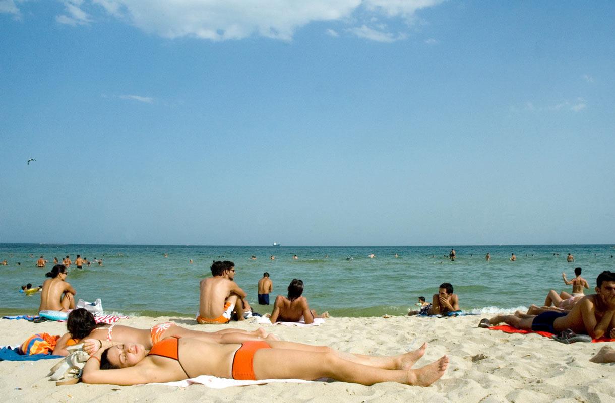 Mustanmeren ääreltä löytyy useita upeita rantoja.