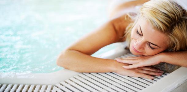Uima-altaalla kylpylässä