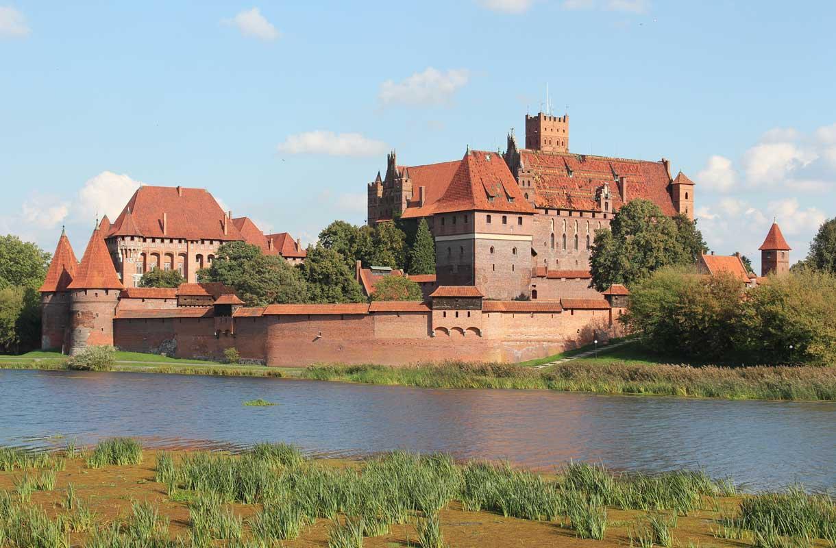 Malborkin linna sijaitsee 60 kilometrin päässä Gdanskista.