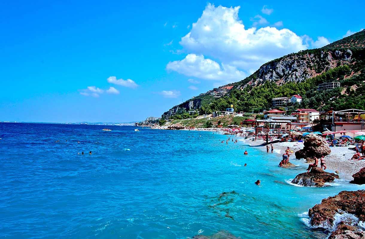 Albaniasta löytyy lukuisia kauniita rantakaupunkeja.