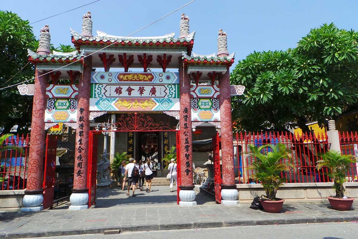 Temppelit eli pagodat koristavat Vietnamin kaupunkeja.