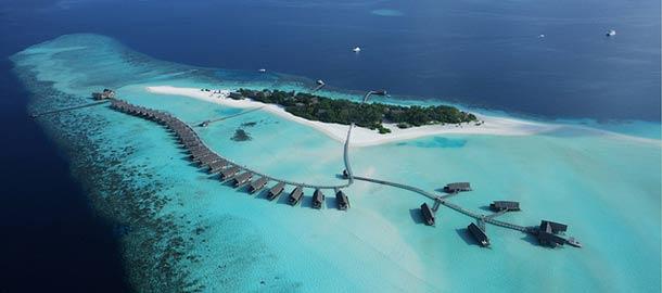 Lento Malediivien yllä