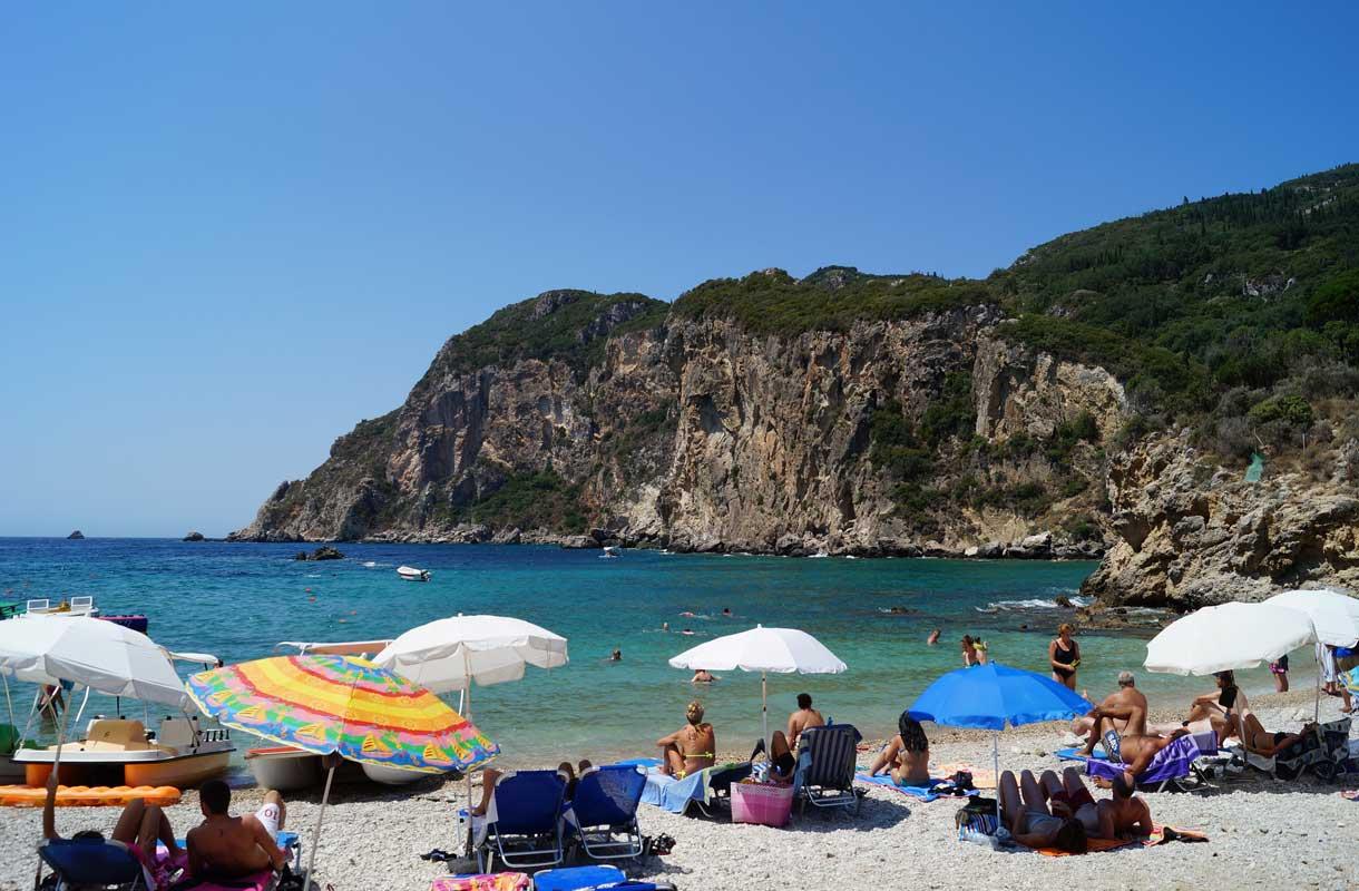 Paleokastritsan kylä sijaitsee Korfun saarella.