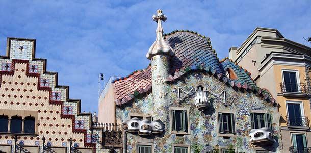 Näe Gaudin arkkitehtuuri Barcelonassa