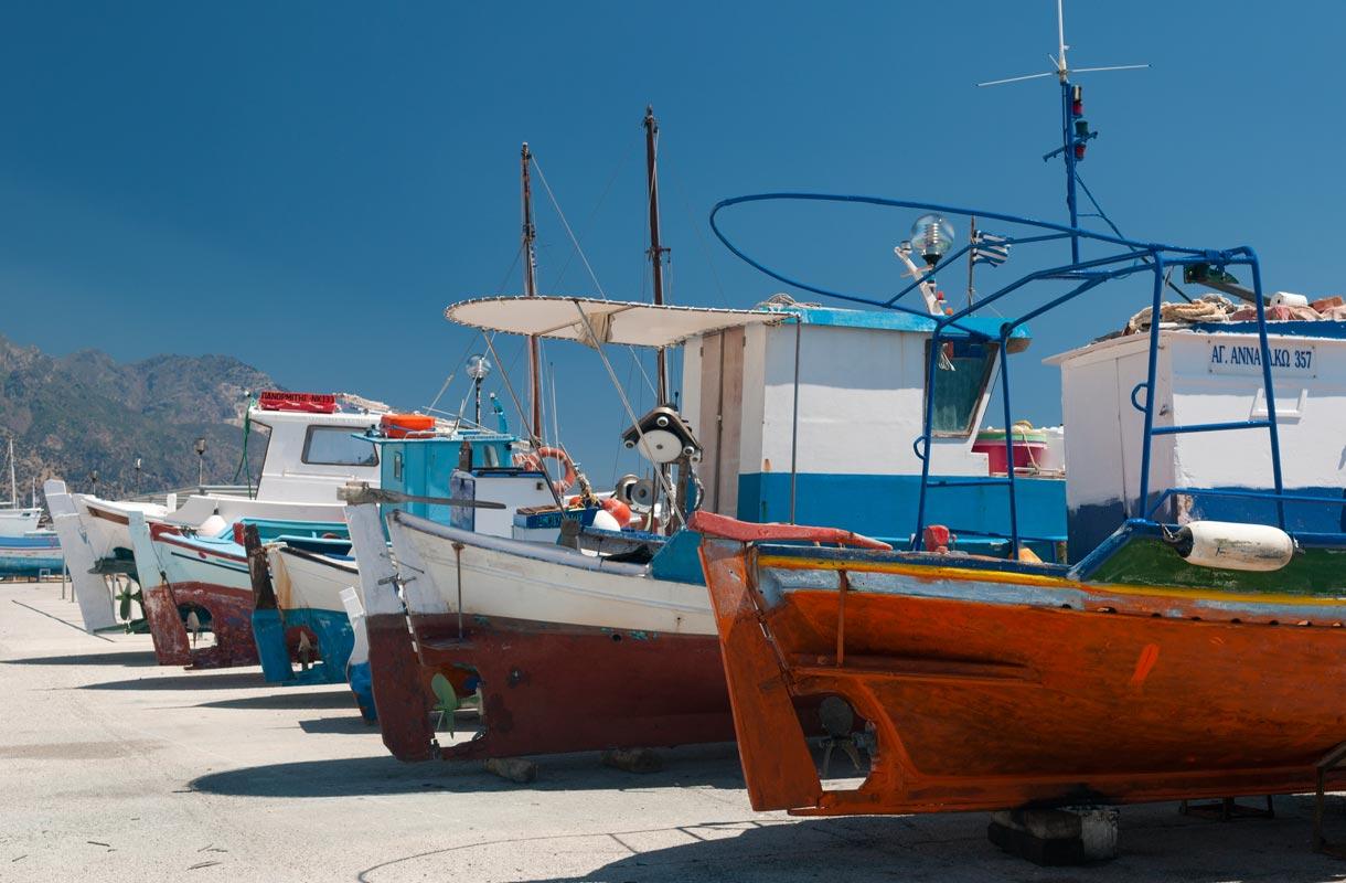 Veneitä Kosin satamassa.