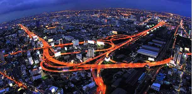 Thaimaan Bangkok on jättimäinen metropoli