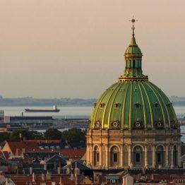 Kööpenhaminaa voi ihailla yläilmoista esimerkiksi Pyöreästä tornista.