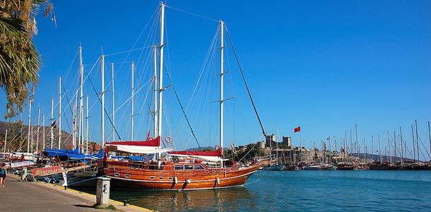 Laivat Bodrumin satamassa