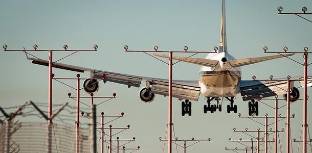 Lentokone LAX:n lentokentällä