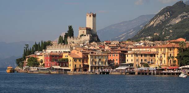 Linnoja ja raunioita Gardalla