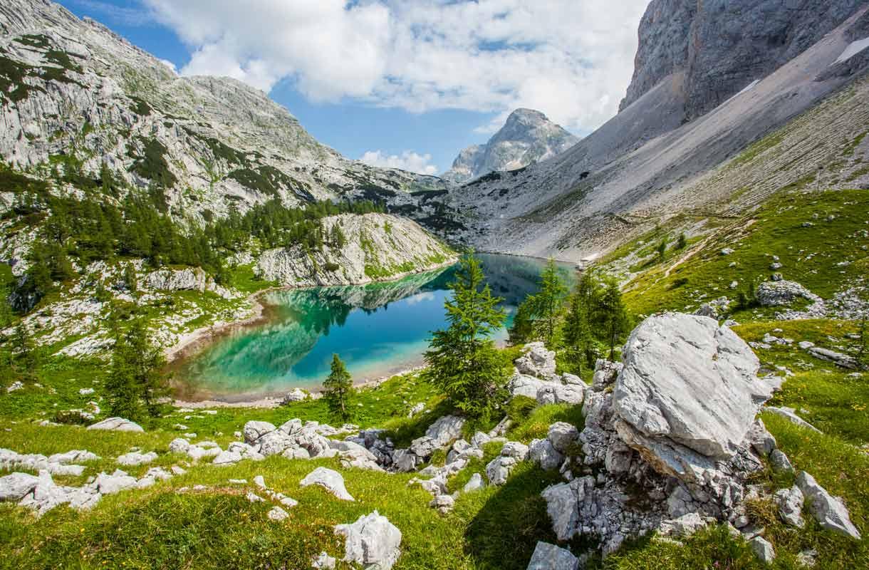 Triglavin kansallispuisto Bledissä tarjoaa mykistävät maisemat.
